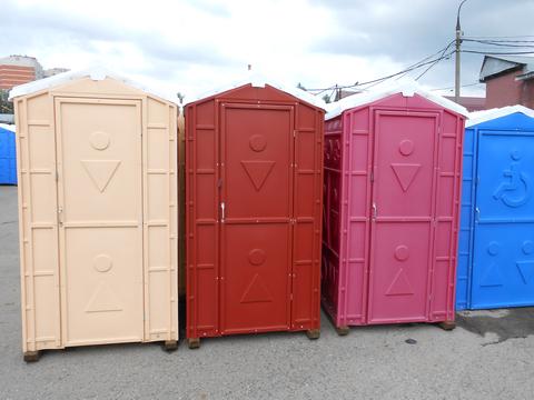 Фото 1. Готовые туалеты для приусадебного участка
